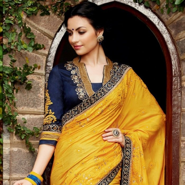 10-must-have-sarees-in-your-wedding-trousseau-from-across-india-part-i-1.jpg__800x500_q85_crop-scale_subsampling-2